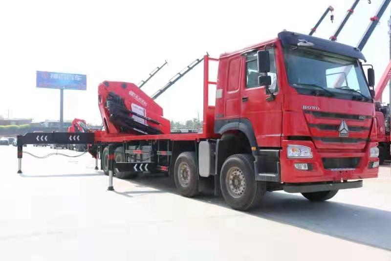国六重汽豪沃110吨重型折臂随车吊图片