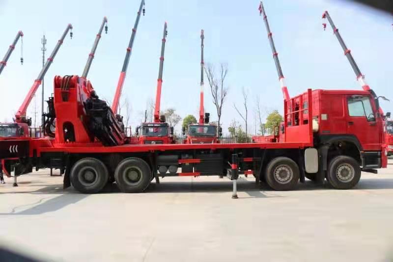 国六重汽豪沃110吨重型折臂随车吊图片三