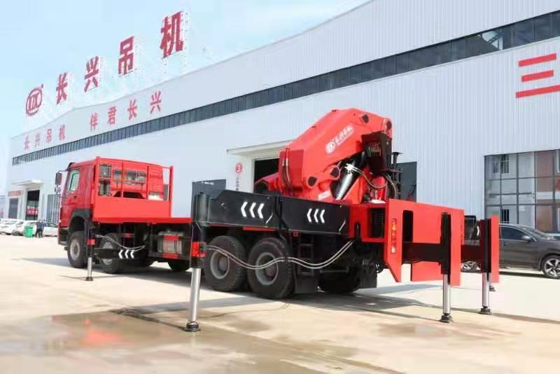 国六重汽豪沃110吨重型折臂随车吊图片四