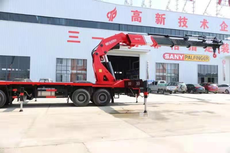 国六重汽豪沃110吨重型折臂随车吊图片五