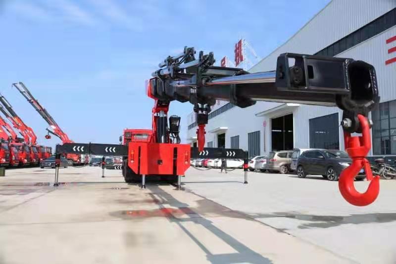 国六重汽豪沃110吨重型折臂随车吊图片七