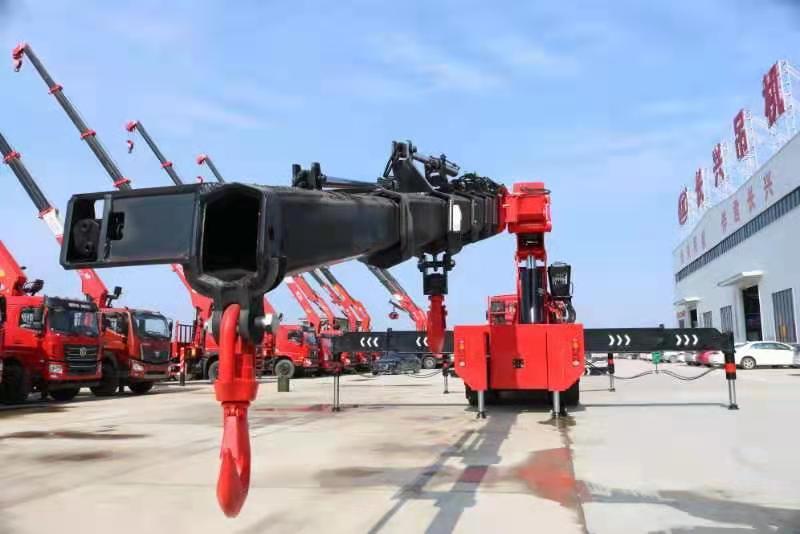 国六重汽豪沃110吨重型折臂随车吊图片八