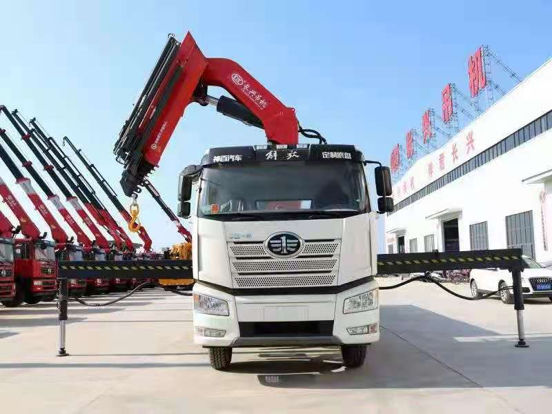 国六解放J6P前四后八38吨折臂随车吊,38吨大尾吊图片