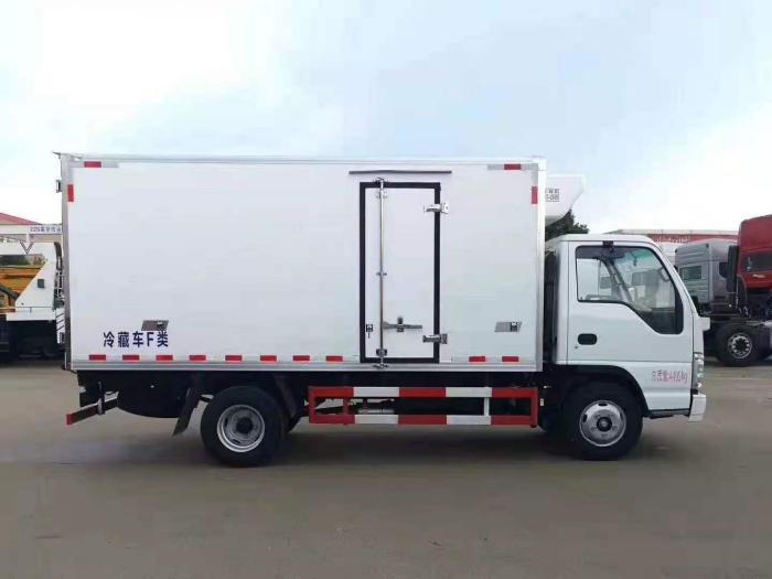 国六五十铃100P新款4.2米冷藏车图片三