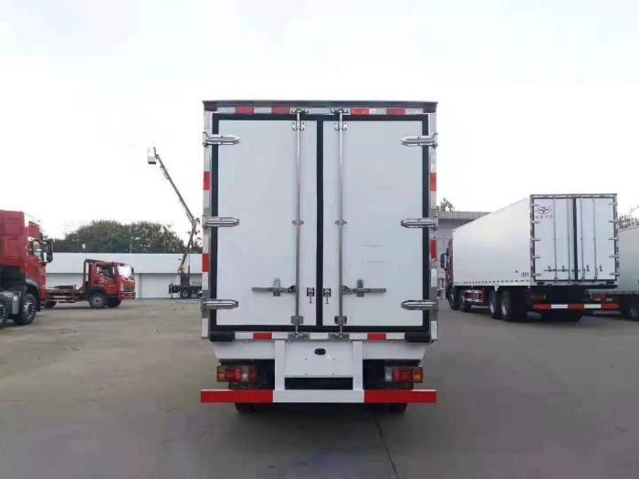 国六五十铃100P新款4.2米冷藏车图片六