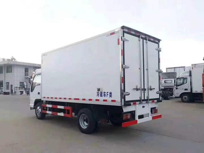 国六五十铃100P新款4.2米冷藏车图片七