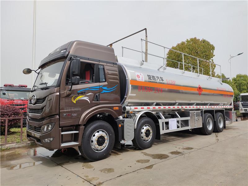 解放悍V前四后八国六20吨运油车 30.4方铝合金油罐车图片