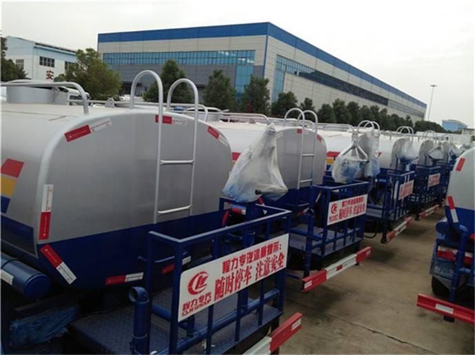10-12吨洒水车生产厂家