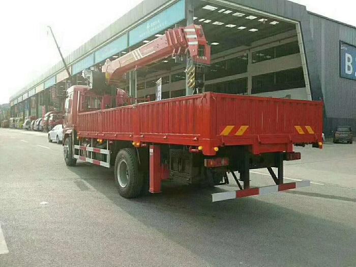 大运新风景三一8吨随车吊,货厢6米2