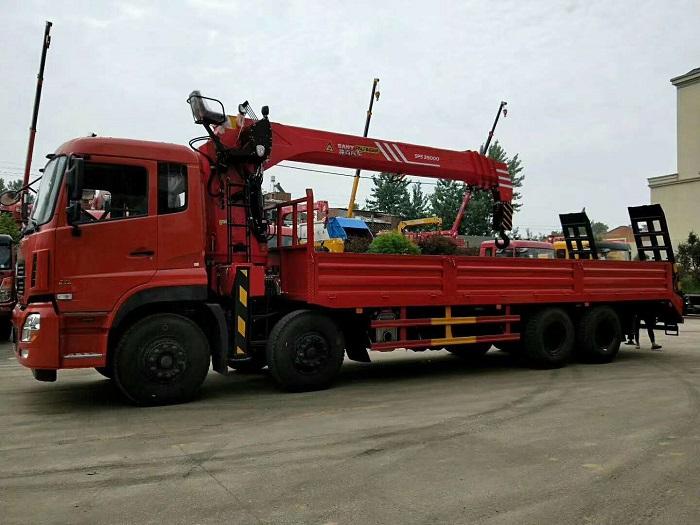 东风天龙前四后八三一帕尔菲格14吨随车吊带平板爬梯