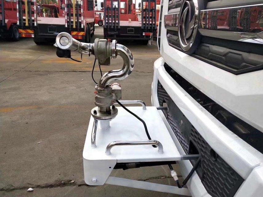 12方洒水车配自动电子高炮视频,雾气腾腾,一柱冲天视频