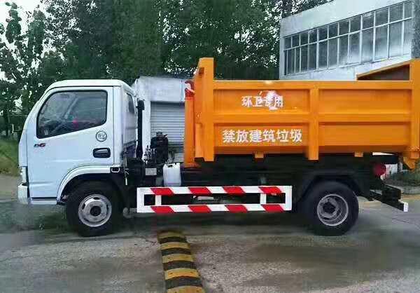 东风小多利卡5方勾臂垃圾车