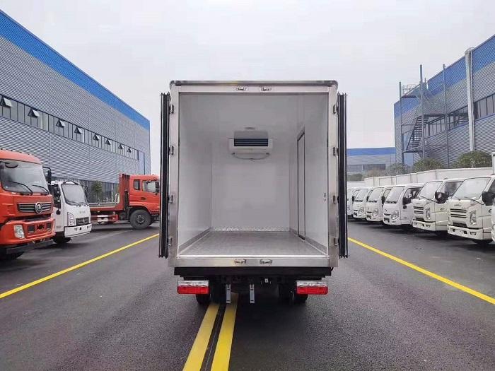 国六东风途逸3.5米冷藏车图片五