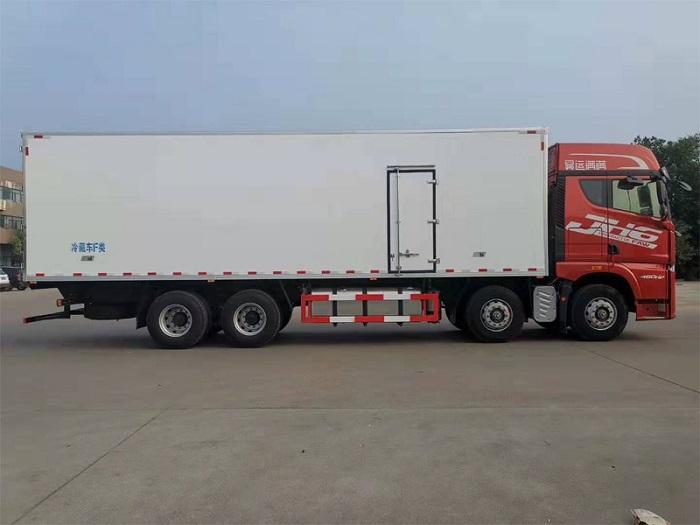 解放JH6前四后八冷藏车(9.4米厢长)图片五