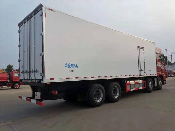 解放JH6前四后八冷藏车(9.4米厢长)图片七