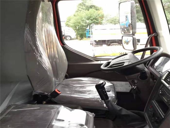 柳汽乘龙M3冷藏车(厢长6.8米)容积:39.9m³