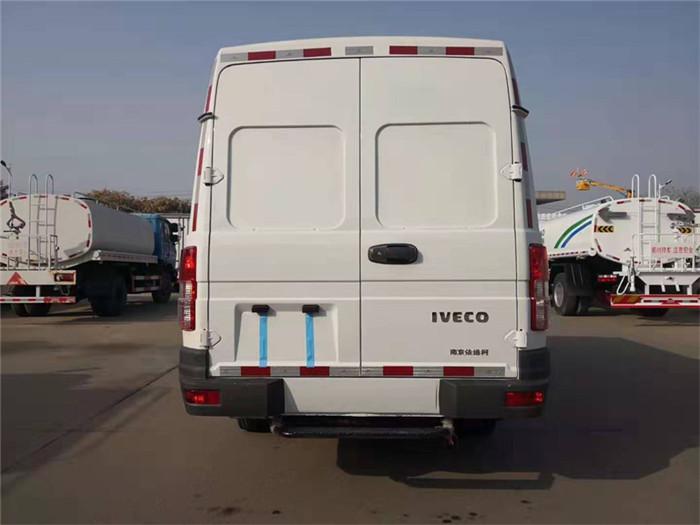 依维柯得意V40面包冷藏车(容积8.3立方)图片七