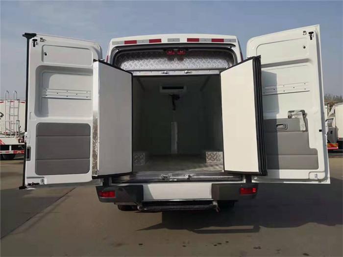 依维柯得意V40面包冷藏车(容积8.3立方)图片八