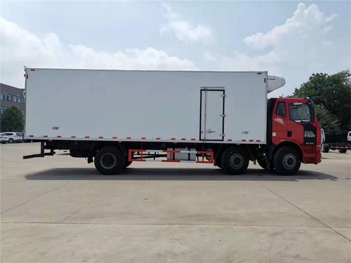 一汽解放J6L小三轴冷藏车(厢长8.6米)容积:52m³图片五