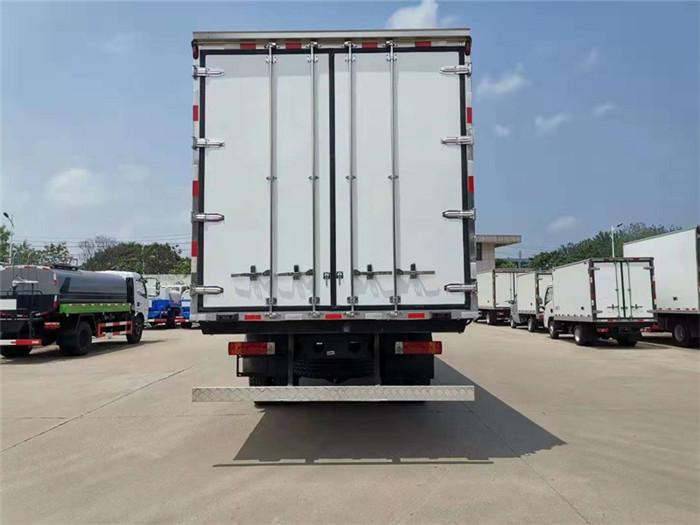 一汽解放J6L小三轴冷藏车(厢长8.6米)容积:52m³图片六