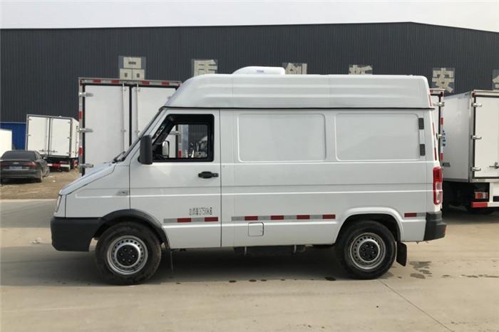 依维柯得意V35面包冷藏车(容积4.9立方)图片二