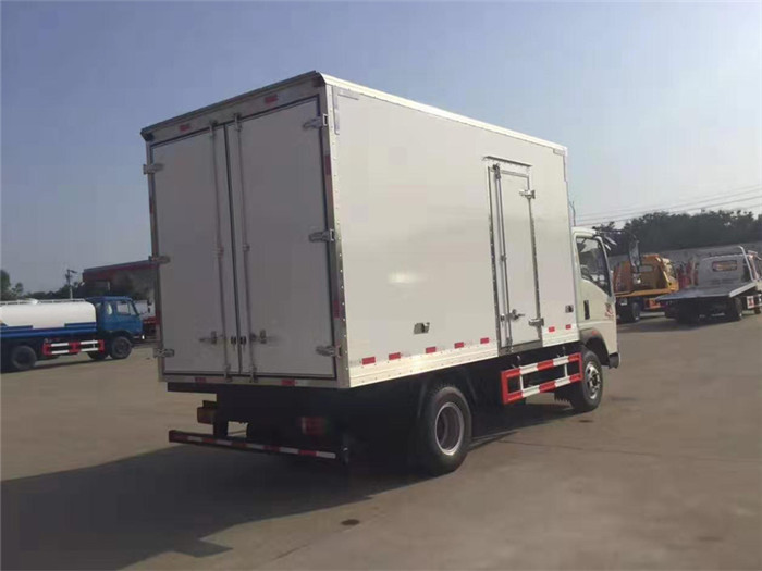 重汽豪沃冷藏车(厢长4米)图片七