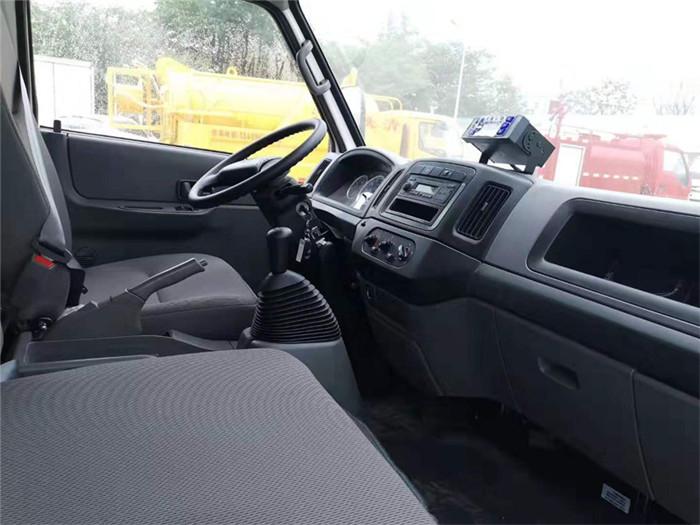江铃顺达(宽体)冷藏车(厢长4.05米)图片四