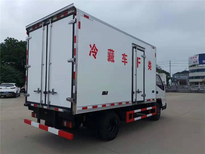 江铃顺达(宽体)冷藏车(厢长4.05米)图片六