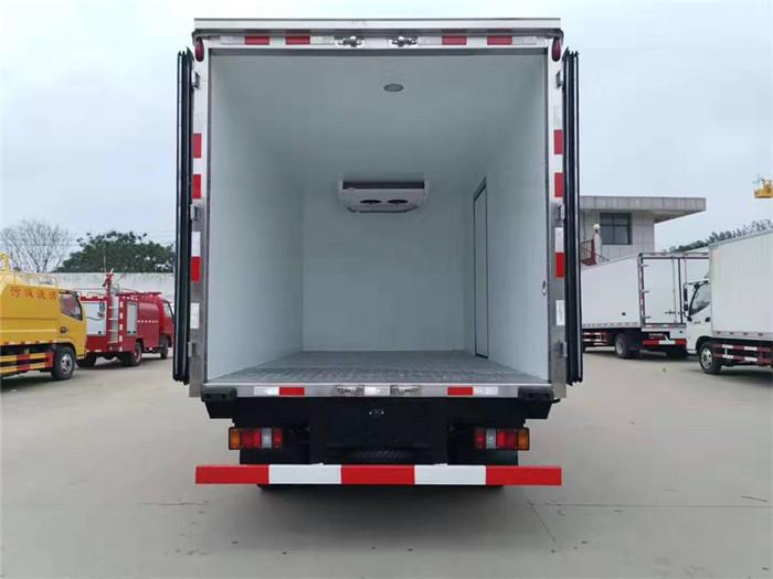 江铃顺达(宽体)冷藏车(厢长4.05米)图片七